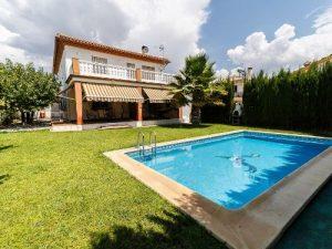 Chalet con piscina privada en Granada