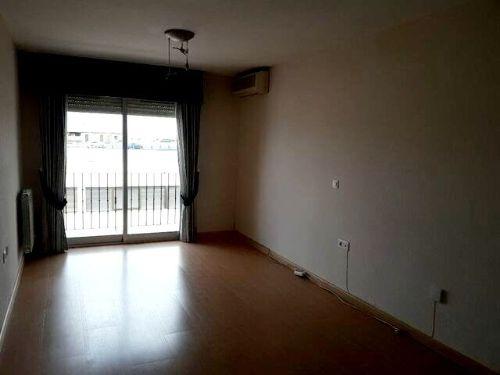 Estupendo piso sin amueblar en Marcena