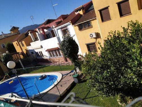 Casa con jardín y piscina en Ogíjares