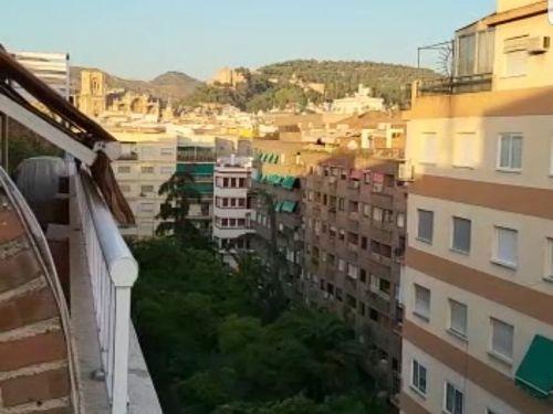 Ático reformado en pleno centro de Granada